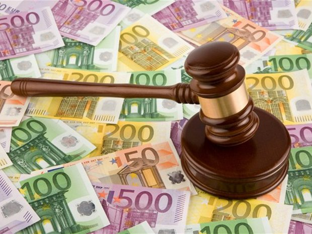 24687-peniaze-sud-kladivko-spravodlivost-korupcia-nestandard2